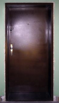 Метална врата за апартамент