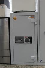 Доставка на сейфове с електронна брава и  ключ