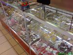 изработка на стелажи за магазин за сувенири и подаръци