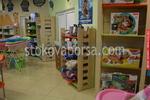 изработка на стелажи за детски играчки по поръчка