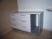 Мебели за офис в изчистени линии